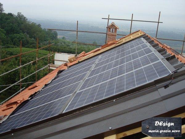 manto di copertura in tegole e impianto fotovoltaico integrato