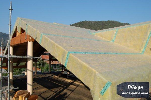 posa telo freno vapore tetto in legno isolato con fibra minerale