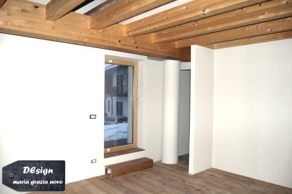 piano primo - camera da letto con accesso al terrazzo, rialzato rispetto alla camera